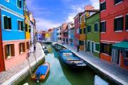 大人気!ベネチア離島巡り「ブラーノ島」はカラフルな漁村
