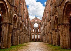 トスカーナ地方「屋根のないサンガルガーノ教会」は神秘的!